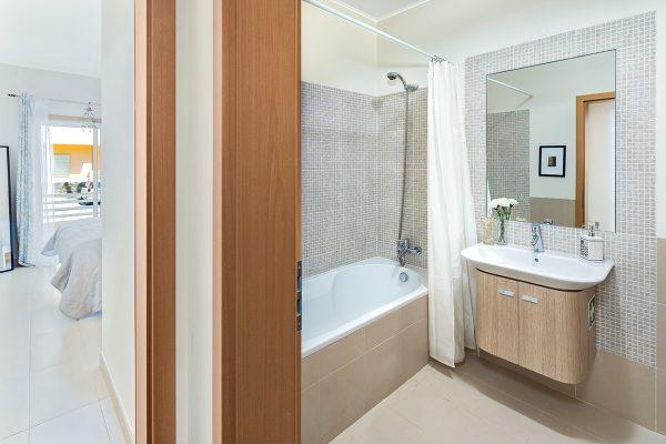 bathroom cabanas de tavira-min