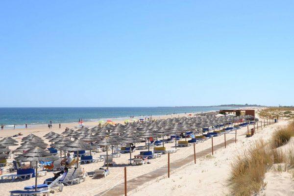 praia cabanas de tavira-min